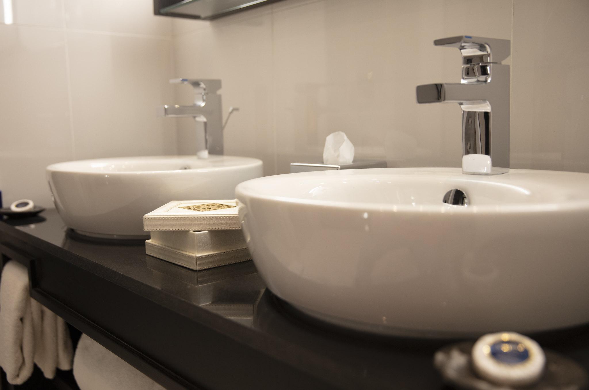 Story Rabat - Premium room bathroom detail